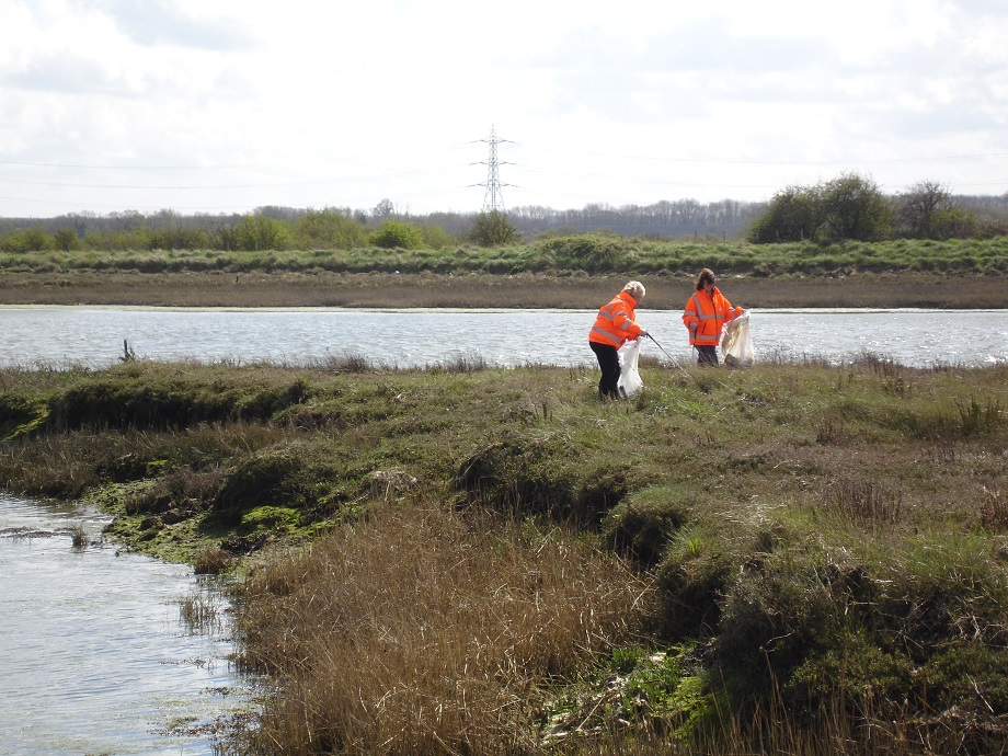 Litter picking at Kemsley Mill_920.jpg