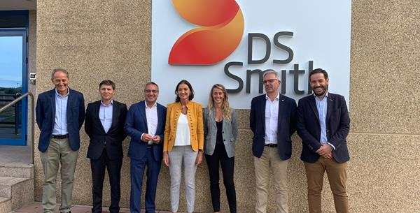 DS Smith Welcomes Spanish Minister of Industry, Commerce and Tourism to its Dueñas Paper Mill