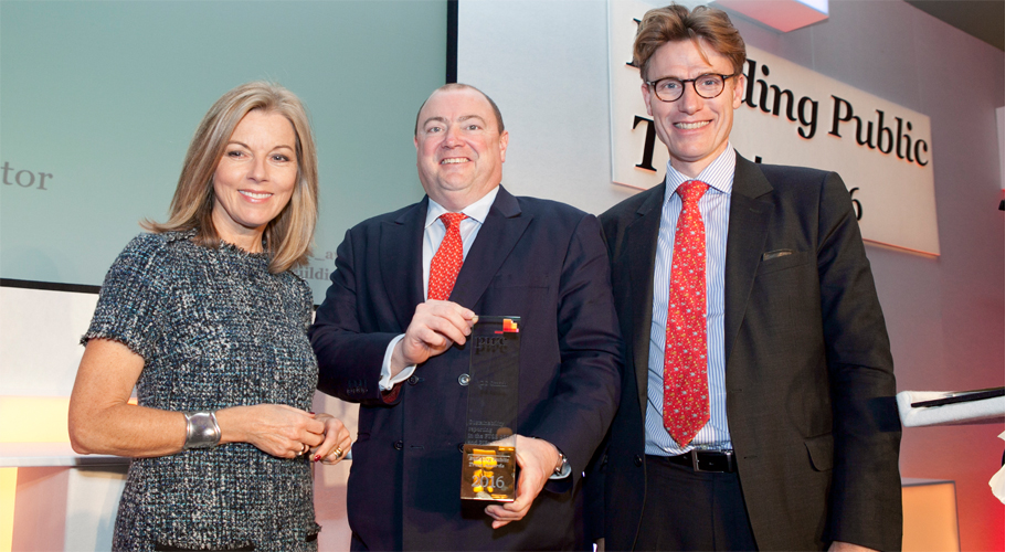 DS Smith receiving the Best Annual Report (FTSE 250) prize